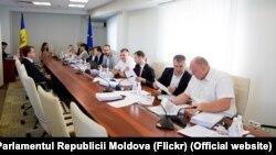 Vladimir Grosu, fost agent guvernamental la CEDO şi ex-ministru al justiției în Guvernul Chiril Gaburici, la interviul organizat de Comisia juridică pentru funcţia de judecător la Curtea Constituțională. 24 iulie 2019