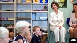 Супруге американского президента Лоре Буш (на фото - слева), приезжавшей в Данию в 2005 году, местный детский сад очень понравился.