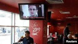 Şeremetýewo aeroportynyň kafesi, TW-de E.Snowden hakynda habar berilýän pursaty, 24-nji iýul, 2013 ý.