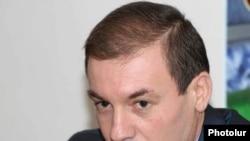 Председатель комиссии НС по вопросам образования и науки, культуры, молодежи и спорта Артак Давтян - 4 ноября, 2009 г.