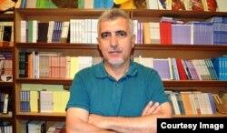 """""""Alatoran"""" yayınlarının rəhbəri Rasim Qaraca."""