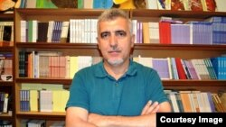 Şair Rasim Qaraca.