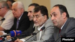 Armenia - Armenian and Iranian businessmen hold a forum in Yerevan, 16Jul2013.
