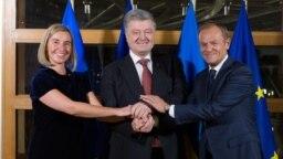 Șefa diplomației UE Federica Mogherini cu Petro Poroșenko Consiliului UE Donald Tusk in Brussels, 13 dec., 2018