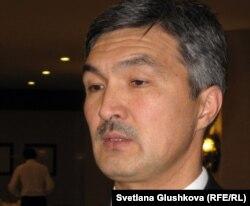Нургалым Абдиров, начальник департамента генеральной прокуратуры по надзору за соблюдением прав лиц, задержанных под стражу и отбывающих наказание. Астана, 23 ноября 2011 года.