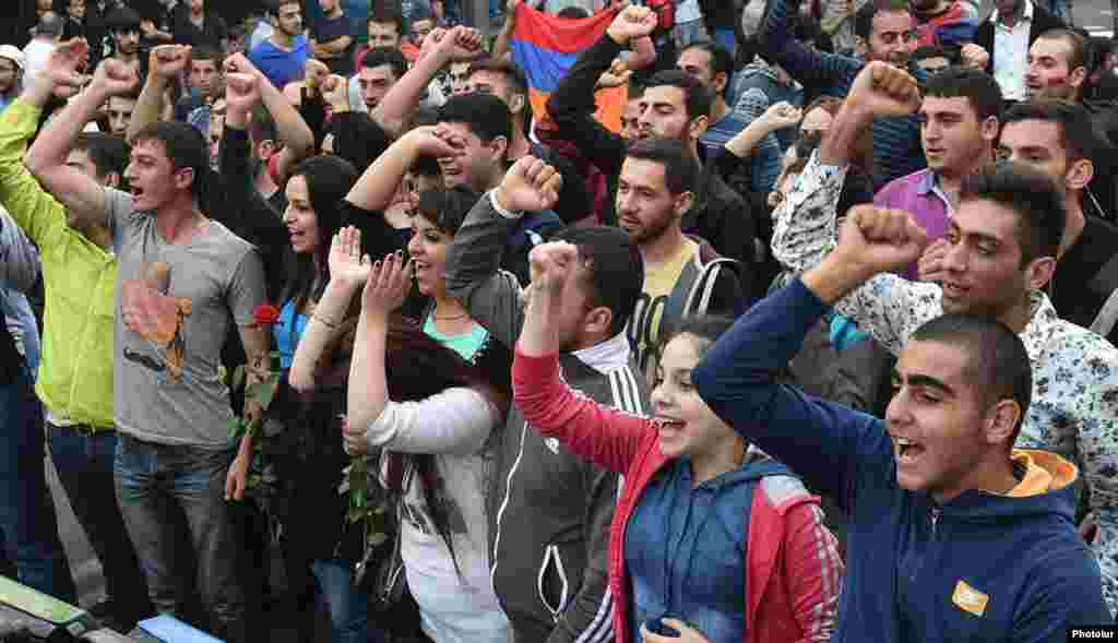 В Ереване продолжают протестовать против повышения тарифов на электроэнергию, 26 июня