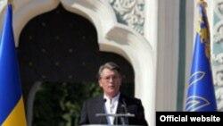 У стен Софийского собора президент Украины призвал сограждан сплотиться вокруг «ценностей государства»
