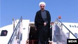 Iran - Presidenti iranian Hassan Rouhani duke zbritur nga aeroplani i tij në krahinën Khuzestan, 14 Janar 2014