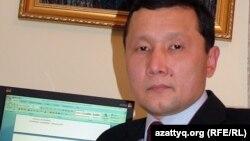 Абзал Құспанов, адвокат, Батыс Қазақстан облыстық адвокаттар алқасының мүшесі. Орал, 29 қараша, 2011 жыл.