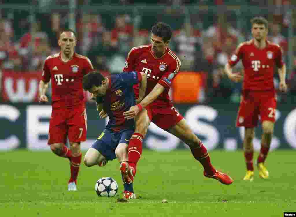 Münhenin Arena stadionunda Avropa ulduzları tolaşmışdı. Lionel Messi, Mario Gomez, Franck Ribery, Thomas Mulleroyundan bir epizodda