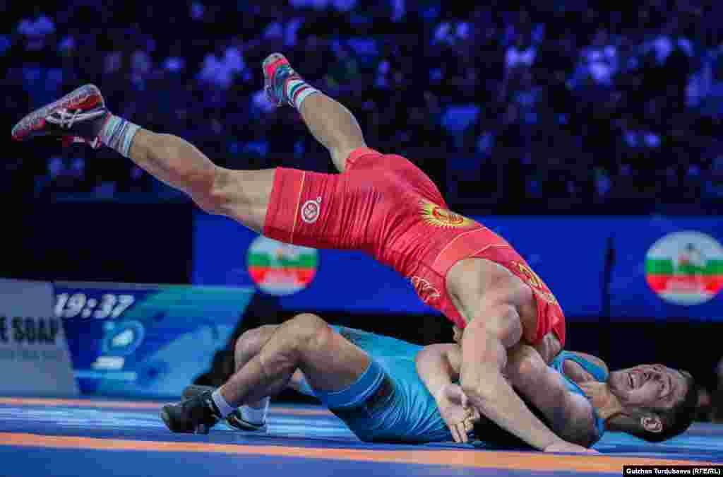 Тынар Шаршенбеков в схватке за третье место проиграл казахстанскому борцу Алмату Кебиспаеву.