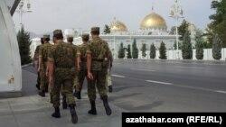 Туркменские военослужащие (иллюстративное фото)