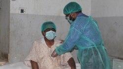 پاکستان کې د کورونا ناروغانو په علاج کوونکيو ډاکټرانو څه تېرېږي؟