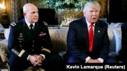ԱՄՆ - Նախագահ Դոնալդ Թրամփը հայտարարում է գեներալ Հերբերթ ՄըքՄասթերին ազգային անվտանգության հարցերով իր նոր խորհրդական նշանակելու մասին, Մար-ա-Լագո, Փալմ Բիչ, Ֆլորիդա, 20-ը փետրվարի, 2017թ.