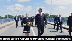 Susret Kolinde Grabar Kitarović i Aleksandra Vučić na mostu na Dunavu, 20. jun 2016.