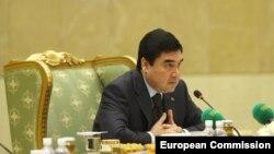 Prezident Berdimuhamedow «Türkmenistanyň döwlet gazna obligasiýalaryny goýbermek, ýerlemek we üzlüşmek baradaky» karara gol çekdi.