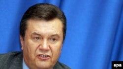 По мнению Виктора Януковича, Украина движется к экономической катастрофе