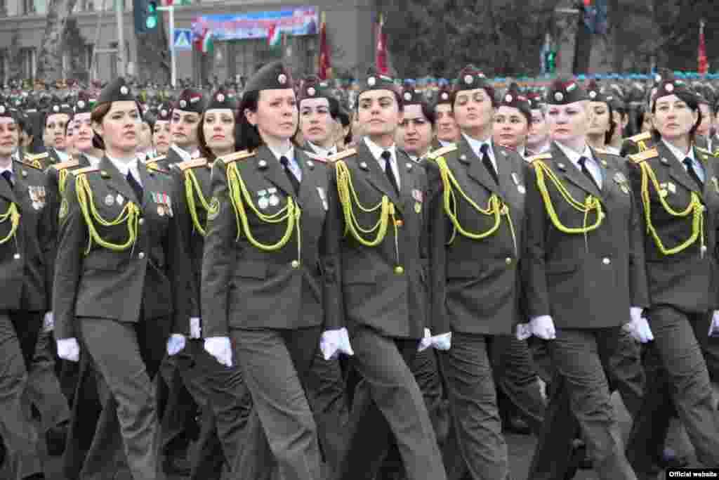 Tacikistan Milli Ordusunun yaranmasının 20 illiyi münasibətilə hərbi parad. 23 fevral 2013