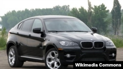 BMW X6 avtomobili.