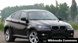 BMW X6 avtomobili.
