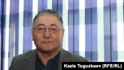 Журналист Рысбек Сарсенбайулы, избранный председателем общественного комитета по поддержке Алмата Жумагулова и Кенжебека Абишева, обвиняемых в пропаганде терроризма. Алматы, 10 января 2018 года.