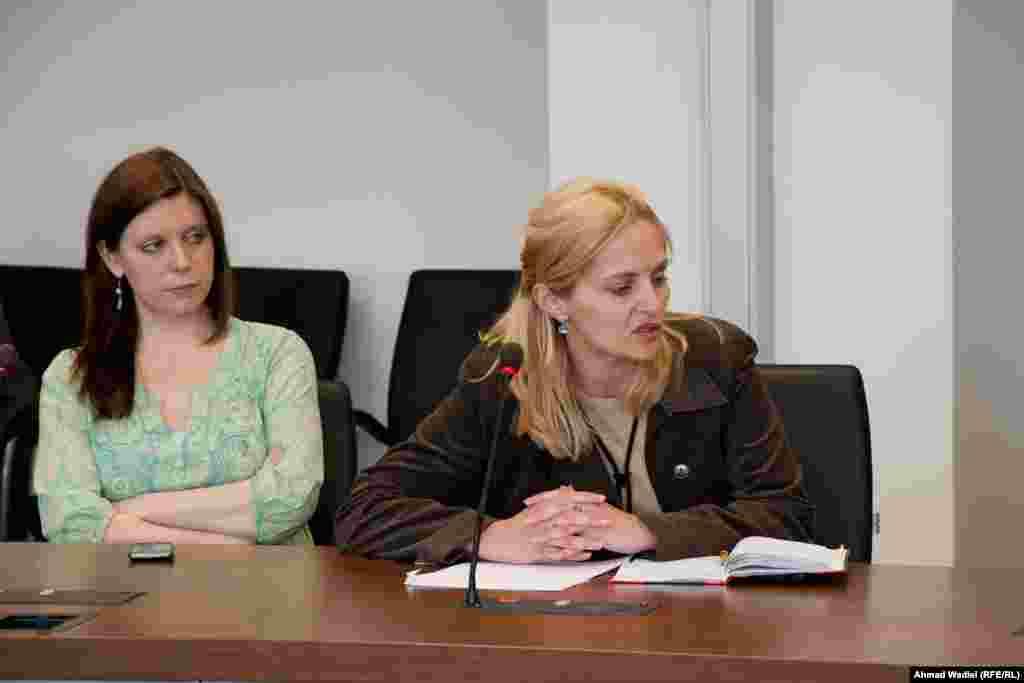 შეკითხვას სვამს რადიო თავისუფლების უკრაინული რედაქციის თანამშრომელი მარიანა დრაჩი (მარჯვნივ).