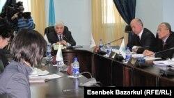 Орталық сайлау комиссиясының отырысынан бір көрініс. Астана, 4 ақпан 2011 жыл