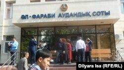 У суда в городе Шымкенте. Иллюстративное фото.