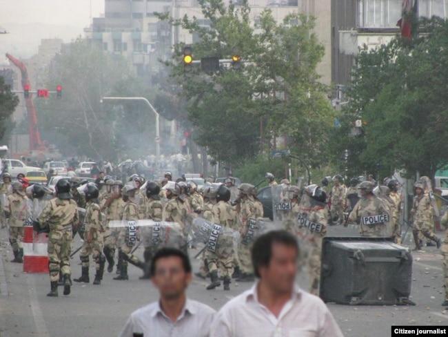 موضعگیری نیروهای ویژه در برابر معترضان به نتایج انتخابات ۸۸