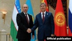 Russian President Vladimir Putin (left) with Kyrgyzstan President Almazbek Atambaev at a summit in September