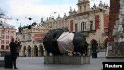 Skulptura Eros Bendato, Krakov, mart 2020