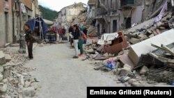 Наслідки руйнування у містечку Аматріче, 24 серпня 2016 року