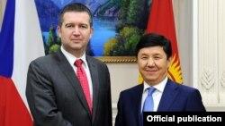 Темир Сариев Чехиянын парламентинин төрагасы Ян Гамачек баштаган делегация менен жолугушту.