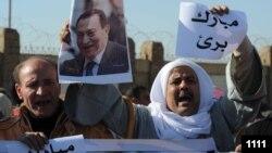 مؤيدون للرئيس المصري السابق حسني مبارك يحتفلون في القاهرة بقرار حكم تبرئته