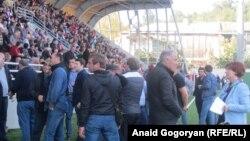 21 октября, когда на сухумском стадионе «Динамо» прошел внеочередной съезд оппозиционной партии «Амцахара», потребовавший отставки президента Рауля Хаджимба, в стране наступило резкое политическое обострение