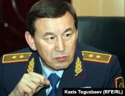 Министр внутренних дел Казахстана Калмуханбет Касымов. Жанаозен, 18 декабря 2011 года.