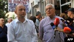 Da li su advokati odbrane ili optuženi bili pod tajnim nadzorom Specijalnog tužilaštva: Milan Knežević i Andrija Mandić ispred suda u Podgorici