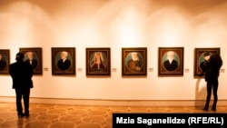 Все трое художников – Карапет Григорянц, Вано Ходжабеков и Вагаршак Элибекян – самоучки, каждый из которых обладал собственным оригинальным стилем, продиктованным его внутренним голосом, свободным от условностей и шаблонов