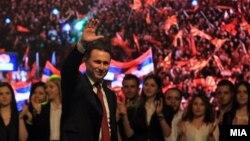 Մակեդոնիա - Վարչապետ Նիկոլա Գրուևսկին ելույթ է ունենում կառավարության աջակիցների հանրահավաքում, Սկոպյե, 18-ը մայիսի, 2015թ․