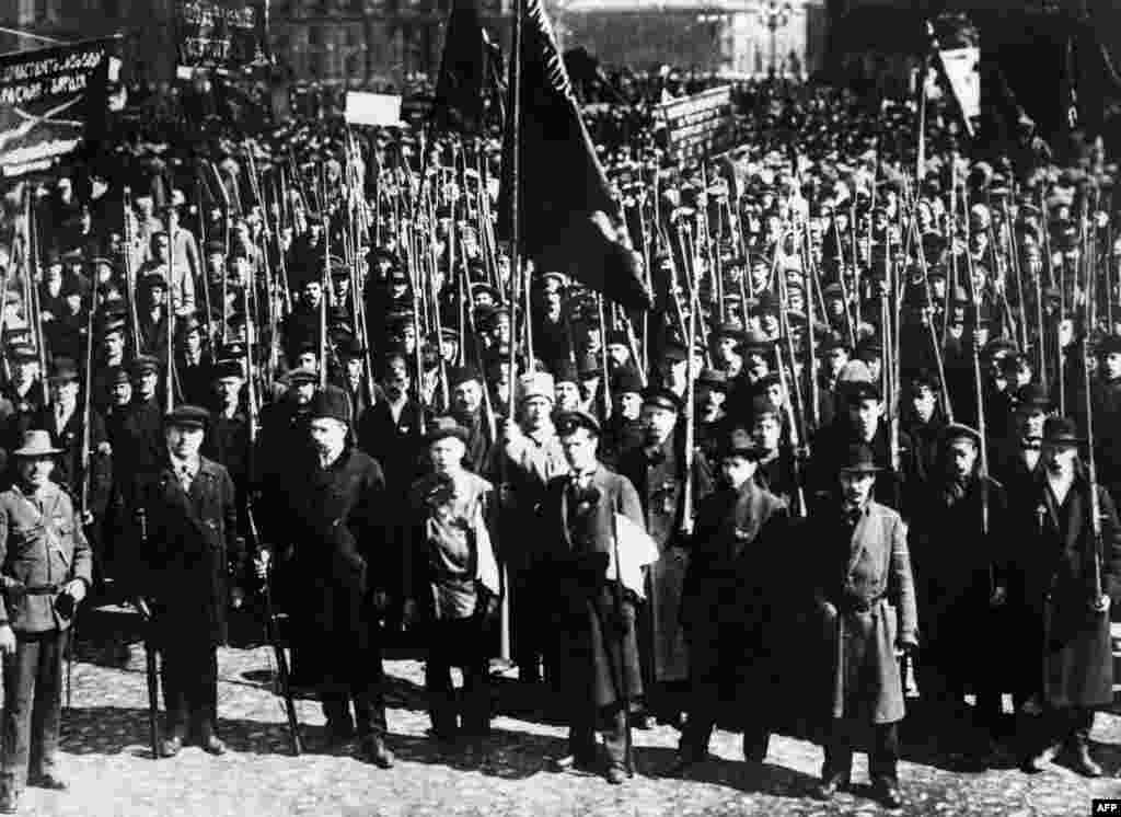 A demonstration in Moscow in the period before the Bolshevik Revolution of 1917