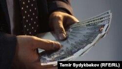 Кыргызстандын валютасы. Иллюстрациялык сүрөт.