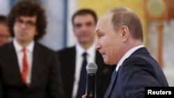 Володимир Путін на форумі в Санкт-Петербурзі, 18 червня 2015 року