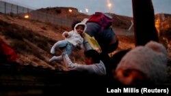 مهاجران هندوراسی در راه آمریکا؛ دسامبر ۲۰۱۸
