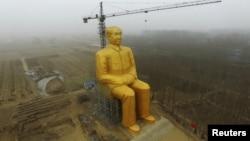 Строительство статуи Мао
