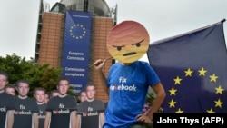 Brüsseldə Facebook-la bağlı etiraz aksiyası
