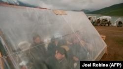 Косовские албанцы-беженцы, 1998