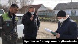 Российские силовики вручают предостережения крымским татарам, март 2020 года