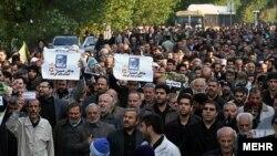 تصویری از تجمع روز جمعه ۱۰ آذر علیه دو فیلم سینمایی