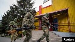 Проросійські сепаратисти у Сніжному, 12 липня 2014