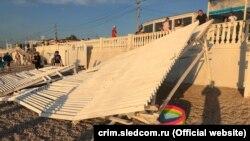 На отдыхающих на пляже парка Победы обрушился навес, Севастополь